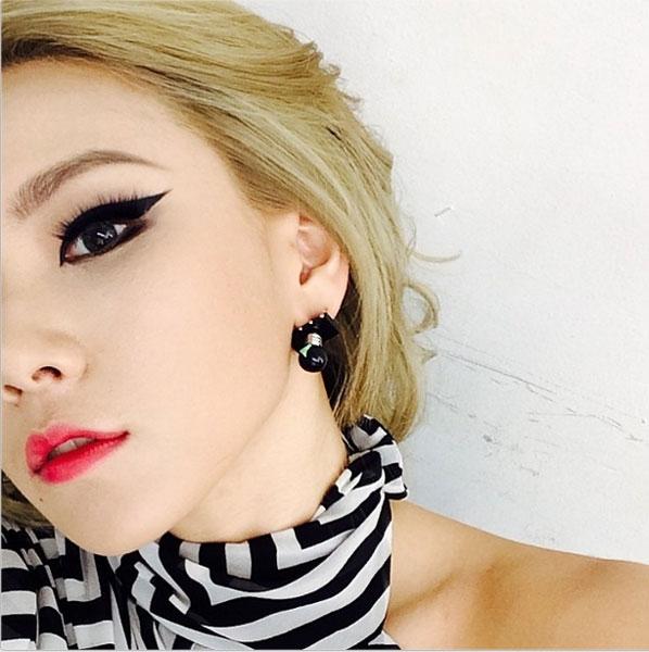 CL đăng hình khoe nửa mặt cực gợi cảm