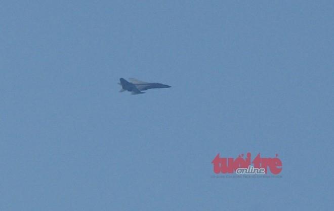 Máy bay tiêm kích của Trung Quốc đang quần thảo, đe dọa các tàu Việt Nam trên bầu trời Hoàng Sa.