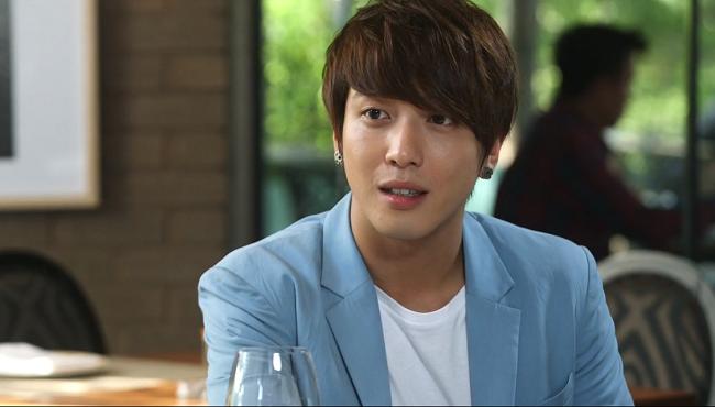 Sooyoung và Yonghwa xuất hiện trong tập 5 và 13 của bộ phim A Gentlement's Dignity