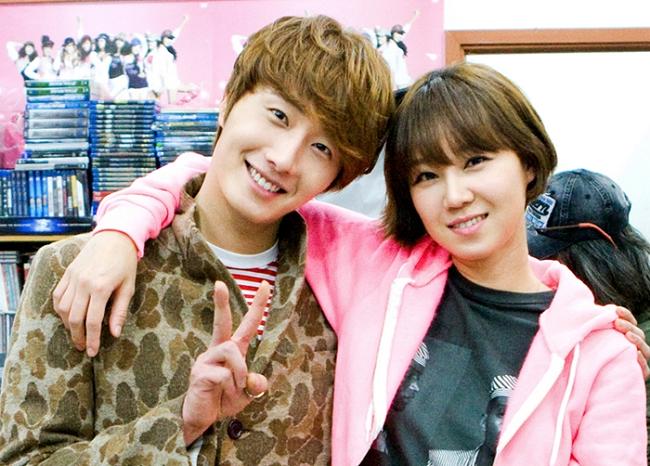 Gong Hyo Jin xuất hiện với vai bạn thân của Jung Il Woo trong tập 9 của bộ phim Flower Boy Ramen Shop.