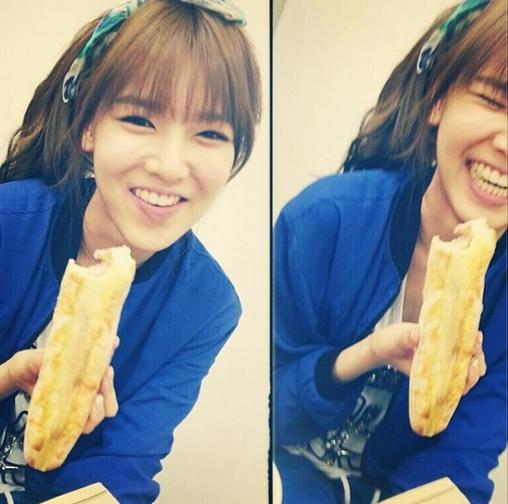 Sooyoung khoe hình cười nhăng nhít cực đáng yêu