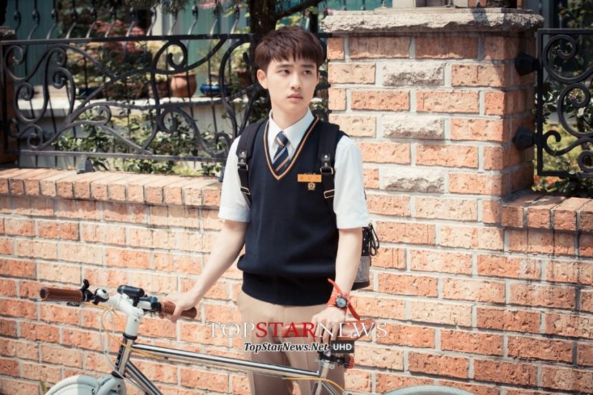 Tạo hình cậu học sinh của D.O khiến các fan ngất ngây vì độ dễ thương của anh chàng