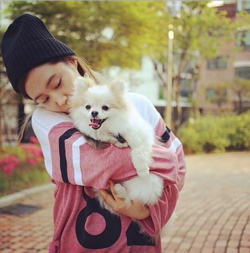 Yuri đăng tải hình tình cảm bên chú cún cực dễ thương