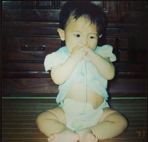 Chanyeol đăng hình thuở bé còn mặc bỉm