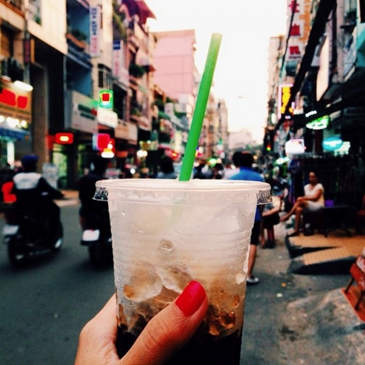 Cà phê đá - món nước quen thuộc của người Việt