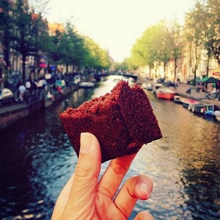 Món bánh ngọt chocolate hạnh nhân ở Amsterdam, Hà Lan