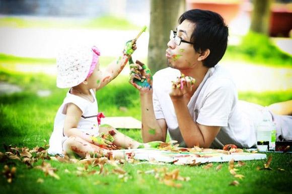 Xúc động với ông bố đơn thân một tay nuôi dạy con nên người