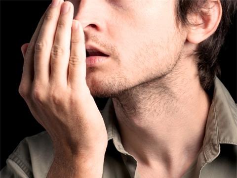Muốn chữa chứng hôi miệng, ngoài đánh răng cần có chế độ ăn uống hợp lý, lành mạnh