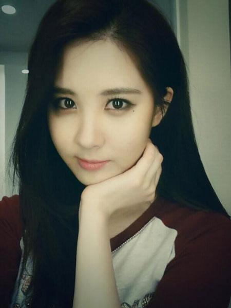 """Seohyun khoe hình cận mặt cực xinh trên twitter với nội dung: """"Chào buổi sáng, đã quá lâu rồi. Không, tôi nhớ mọi người lắm. Hy vọng các bạn sẽ có một ngày tràn đầu hạnh phúc""""."""