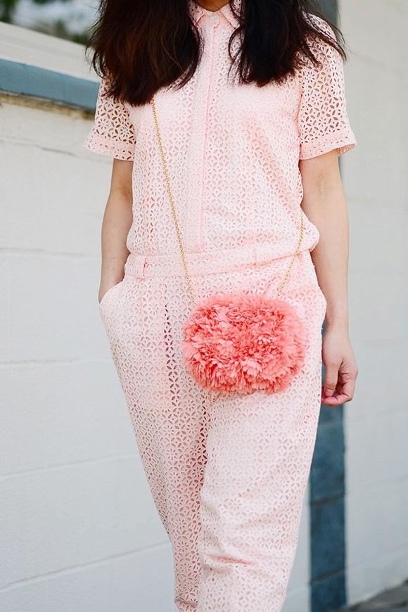 Vải Sheer và Eyelet là một sự kết hợp vô thanh lịch và nữ tính cho người mặc.