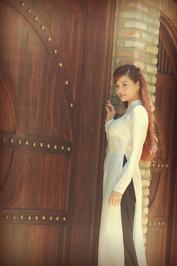 Vũ Thu Phương e ấp xinh đẹp trong tà áo dài xưa - Tin sao Viet - Tin tuc sao Viet - Scandal sao Viet - Tin tuc cua Sao - Tin cua Sao