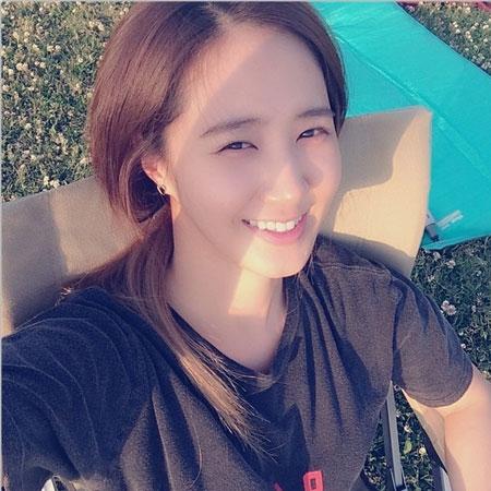 Yuri khoe hình cười cực tươi dưới ánh nắng