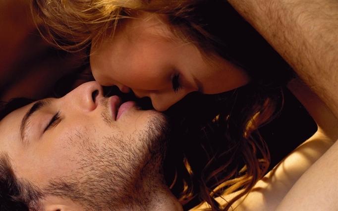 [Bí kíp yêu] 7 kiểu hôn lãng mạn dành tặng người ấy