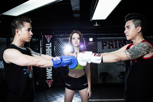 Băng Di gợi cảm trên sàn boxing cùng nhóm The Men