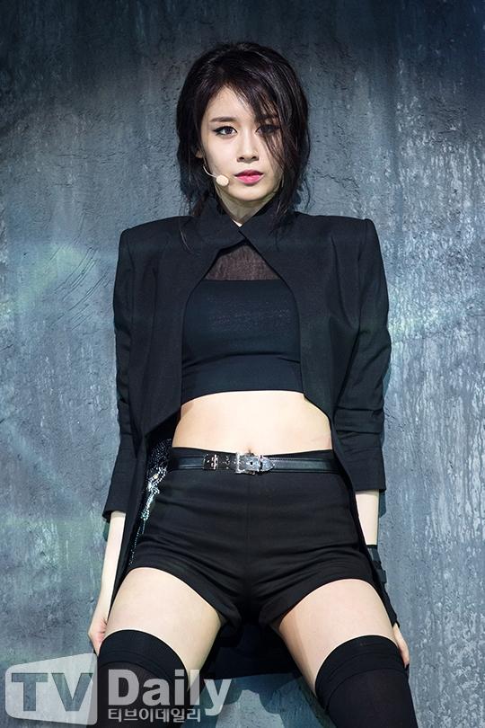 Jiyeon phải thay đổi vũ đạo vì quá... khiêu khích
