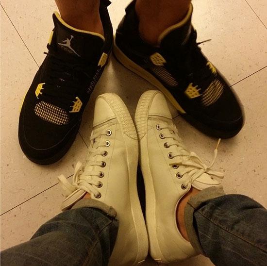 Sehun khoe hình chụp hai đồi giày cùng với Tao