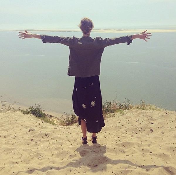 Karlie Kloss thả hồn mình vào thiên nhiên rộng lớn