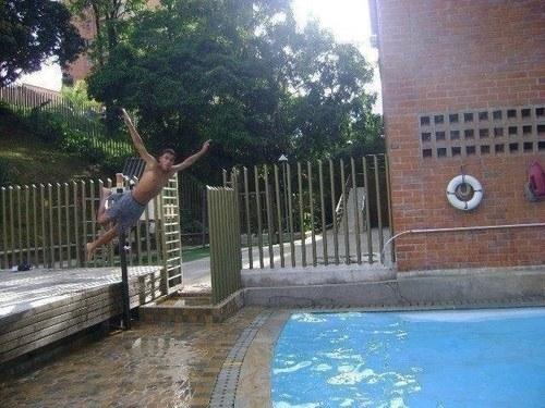 Anh ấy đã nghĩ rằng mình có thể thực hiện một cú bay chuẩn xác xuống hồ. Và đó chỉ là anh ấy nghĩ mà thôi...