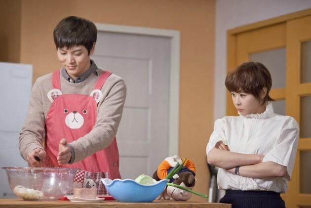 Nam diễn viên tài năng Joo Won đeo chiếc tạp dề in hình gấu hồng khi vào bếp nấu ăn cho bạn gái Choi Kang Hee trong phim Level Seven Civil Servant. Nhân vật do Joo Won thủ vai là công tử khá hoàn hảo, trong khi cô người yêu mọt sách chỉ biết tới học hành. - Tin sao Viet - Tin tuc sao Viet - Scandal sao Viet - Tin tuc cua Sao - Tin cua Sao