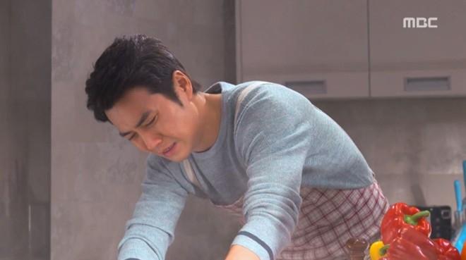 Tài tử điển trai Joo Sang Wook từng nhiều lần khoác tạp dề vào bếp khi đóng phim, mới đây nhất là Cunning Single Lady. - Tin sao Viet - Tin tuc sao Viet - Scandal sao Viet - Tin tuc cua Sao - Tin cua Sao