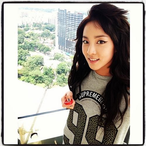 Dara khoe hình cô đang đứng trên cao.