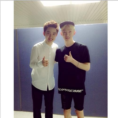 Jokwon tham gia concert đầu tiên của EXO vào ngày hôm qua 23/5 và khoe hình chụp cùng D.O trong hậu trường