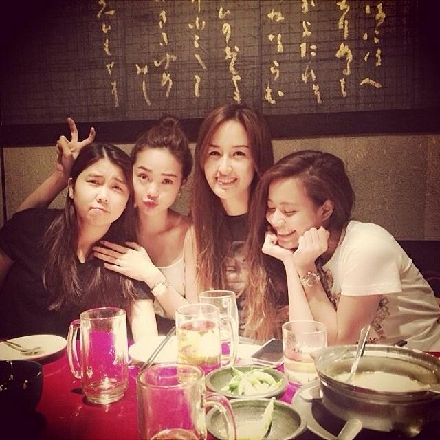 """Hoàng Thùy Linh hớn hở chia sẻ hình ảnh đi ăn cùng hội bạn thân, những cô nàng xinh đẹp, """"độc thân vui tính"""""""