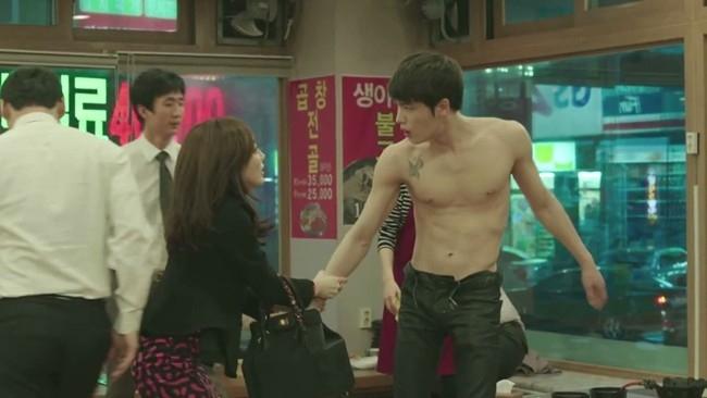 Dù bộ phim nhận không ít lời chê bai của khán giả về nội dung không có gì mới mẻ thì Kim Jaejoong vẫn tạo sức hút riêng bởi những phân đoạn khoe cơ thể nóng bỏng