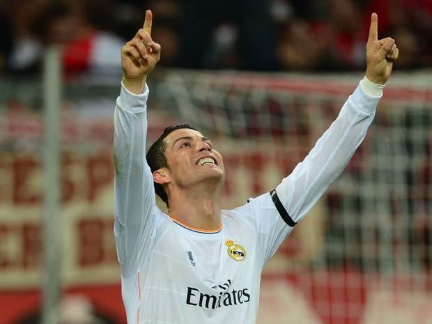 Ronaldo đã đuổi kịp Messi trên danh sách ghi bàn của Champions League