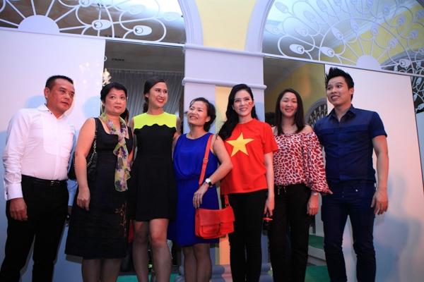 Lý Nhã Kỳ và các vị khách mời tham gia buổi đấu giá - Tin sao Viet - Tin tuc sao Viet - Scandal sao Viet - Tin tuc cua Sao - Tin cua Sao