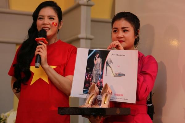 Lý Nhã Kỳ quyên góp hơn 250 triệu ủng hộ chiến sĩ biển đảo - Tin sao Viet - Tin tuc sao Viet - Scandal sao Viet - Tin tuc cua Sao - Tin cua Sao