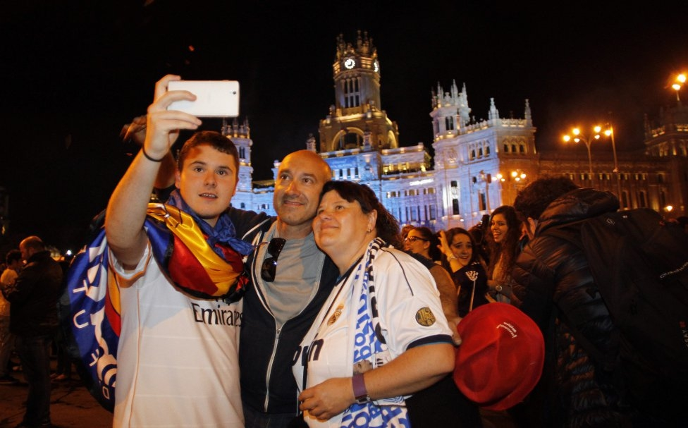 [ Bóng Đá ] Chùm ảnh: Thành Madrid tưng bừng đón Decima