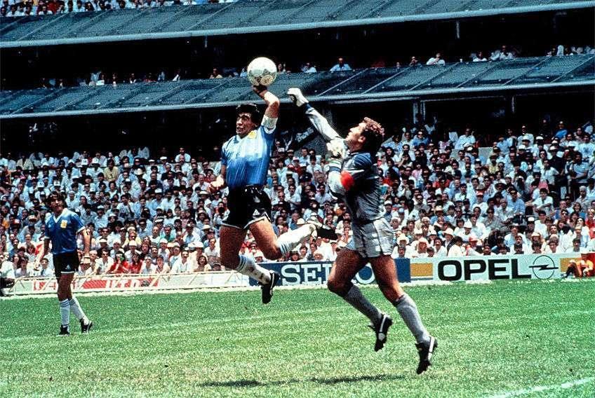 """Maradona và bànthắng """"Bàn tay của Chúa """""""