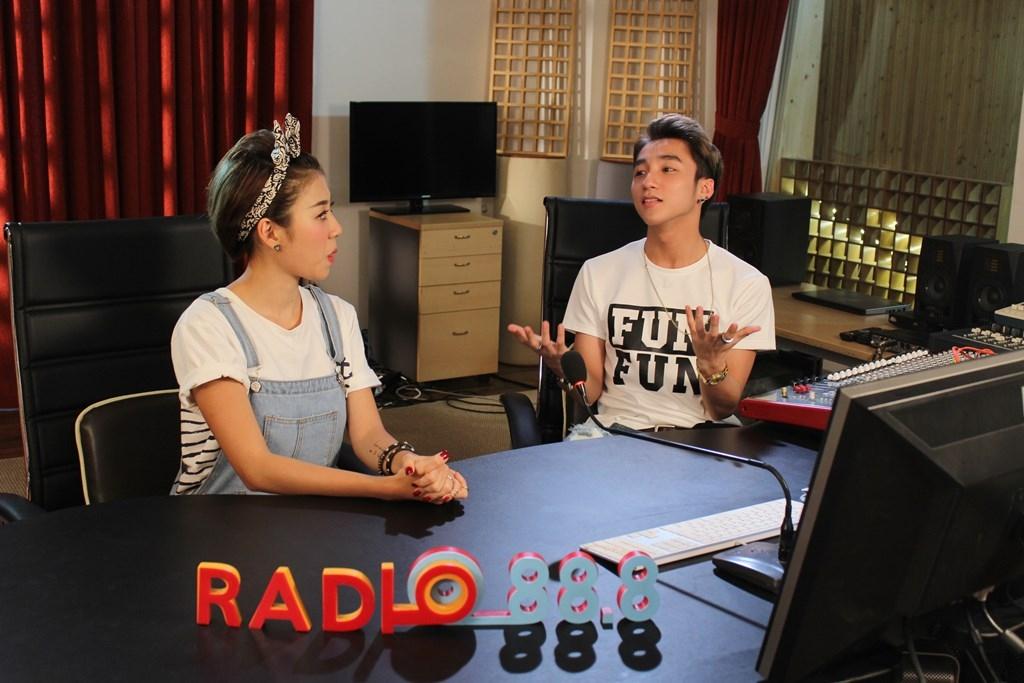 Sơn Tùng M-TP bật mí mối tình đầu trên sóng Radio 88.8