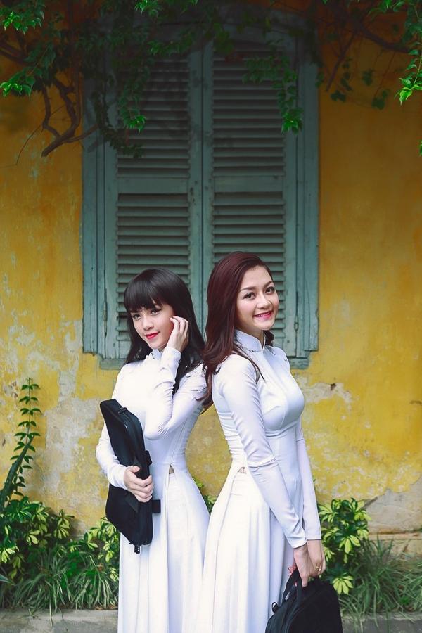Ngắm chị em Bee.T đẹp tinh khôi trong tà áo dài trắng