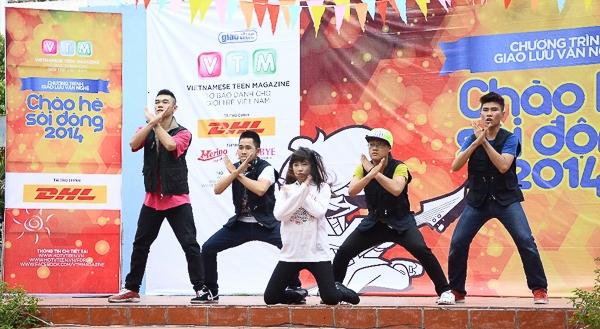 Hoàng Minh – Hot Vteen toàn quốc 2013 và nhóm nhảy Reotan với những bước nhảy đẹp mắt