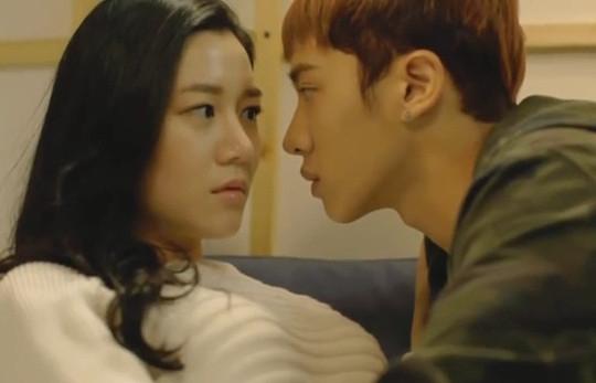 """Kikwang (BEAST) """"cứ bất chấp hết"""" yêu fangirl"""