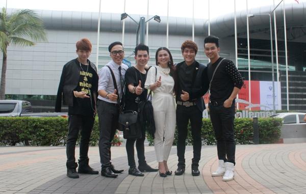 Vợ chồng nhạc sĩ Nguyễn Hoàng Duy cùng đi với La Thăng trong chuyến sang Thái Lan lần này