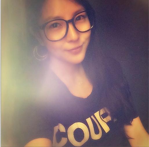 BoA khoe hình tự sướng đeo kính mát cực dịu dàng và xinh đẹp