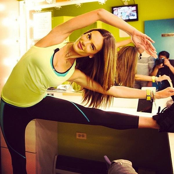 Alessandra Ambrosio khoe thân hình khỏe khoắn, tràn đầy sức sống