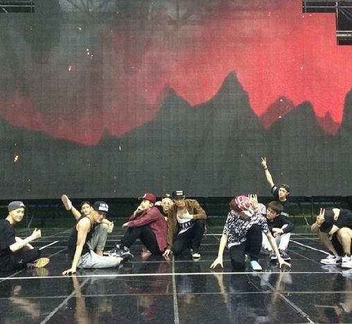 Sehun khoe hình EXO đang tổng duyệt trong chương trình