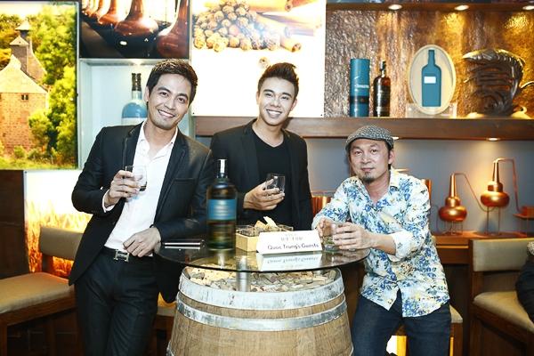 Ngoài Quốc Trung, trong đêm tiệc Hương vị tuyệt hảo còn có sự xuất hiện của MC Phan Anh và nam ca sĩ trẻ Đông Hùng - top 3 Vietnam Idol 2014. - Tin sao Viet - Tin tuc sao Viet - Scandal sao Viet - Tin tuc cua Sao - Tin cua Sao