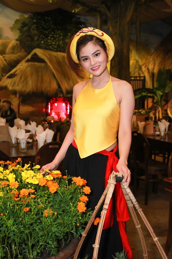 Ngoài lĩnh vực ẩm thực, Vũ Thu Phương cùng gia đình còn đầu tư vào lĩnh vực xây dựng và đặc biệt là mảng thời trang vốn là thế mạnh của cô với thương hiệu Phoenix_V. - Tin sao Viet - Tin tuc sao Viet - Scandal sao Viet - Tin tuc cua Sao - Tin cua Sao