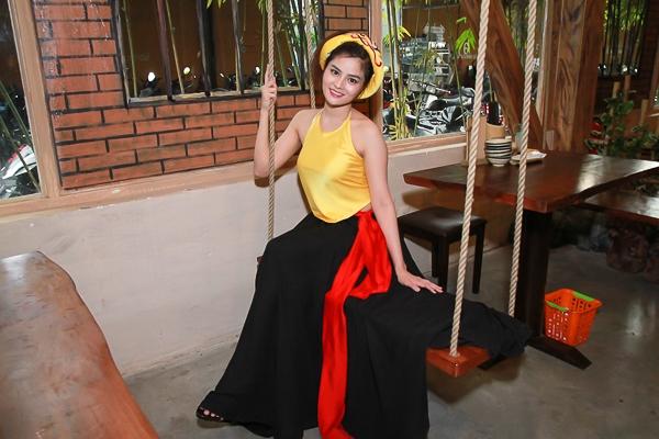"""Vũ Thu Phương diện yếm vàng khoe nét quyến rũ của """"gái một con - Tin sao Viet - Tin tuc sao Viet - Scandal sao Viet - Tin tuc cua Sao - Tin cua Sao"""