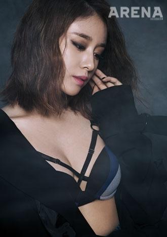 Jiyeon lần đầu khoe da thịt trên tạp chí