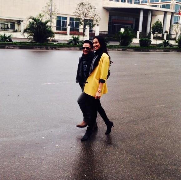 Sau đó, trong chuyến lưu diễn châu Âu của Bằng Kiều cùng các ca sĩ hải ngoại, Dương Mỹ Linh cũng có mặt. Hai người có nhiều bức ảnh chụp chung tình cảm, được bạn bè chia sẻ lên facebook. - Tin sao Viet - Tin tuc sao Viet - Scandal sao Viet - Tin tuc cua Sao - Tin cua Sao