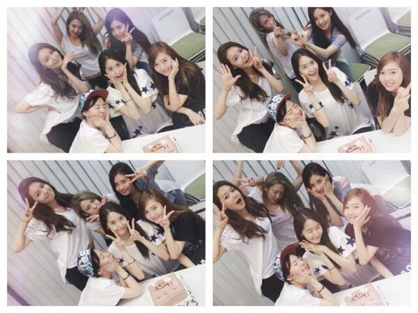 """Em út Seohyun khoe hình các thành viên quây quần cùng nhau mừng sinh nhật Yoona với nội dung: """"Hôm nay là sinh nhật của chị Yoong. Dành cả ngày hôm nay bên cạnh chị là một điều rất hạnh phúc. Được cùng nhau mừng sinh nhật mỗi năm như thế này chị không biết em hạnh phúc như thế nào đâu. Ba chị kia không thể chụp hình được vì đang phải tập luyện. Thật tiếc quá"""""""