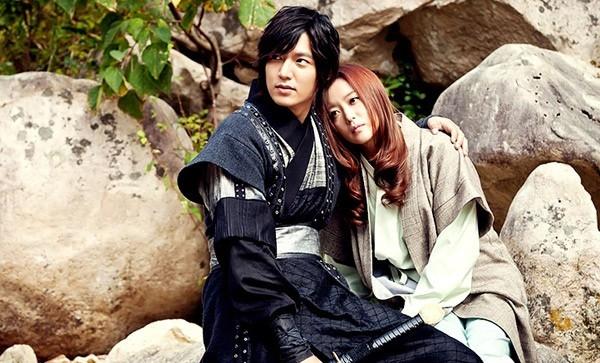 Kim Hee Sun từng bị chồng ghen vì đóng cặp với anh chàng điển trai Lee Min Ho