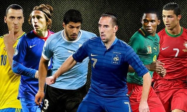 Trong số những ngôi sao thế giới, World Cup này đáng tiếc lại vắng Ibra (ngoài cùng bên trái)