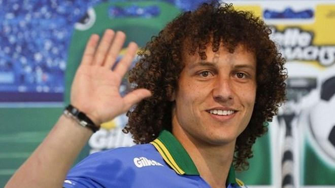 Luiz trở thành hậu vệ đắt nhất thế giới khi chuyển đến khoác áo PSG theo hợp đồng trị giá 40 triệu bảng. Ảnh: Goal.